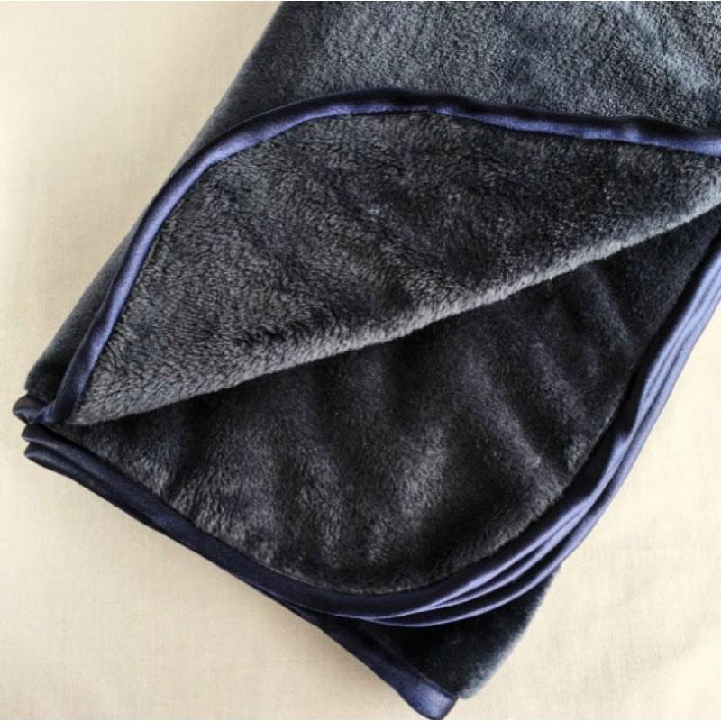 Fleece Blanket in Navy
